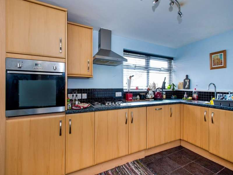 1 Bedroom Flat for sale in Cranborne Walk, Fareham, PO14