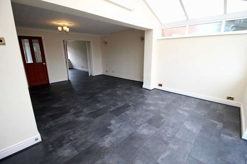 4 Bedrooms Semi Detached House for sale in Butterworth Close, COSELEY