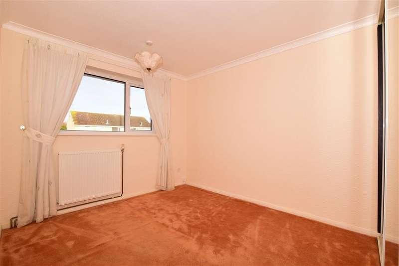 3 Bedrooms Semi Detached House for sale in Westmoors, Ashford, Kent