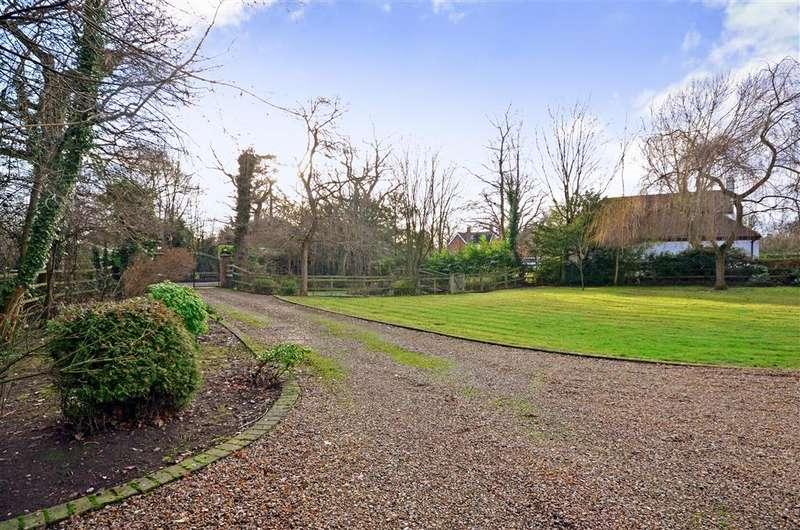 4 Bedrooms Detached House for sale in Vicarage Lane, Dorking, Surrey
