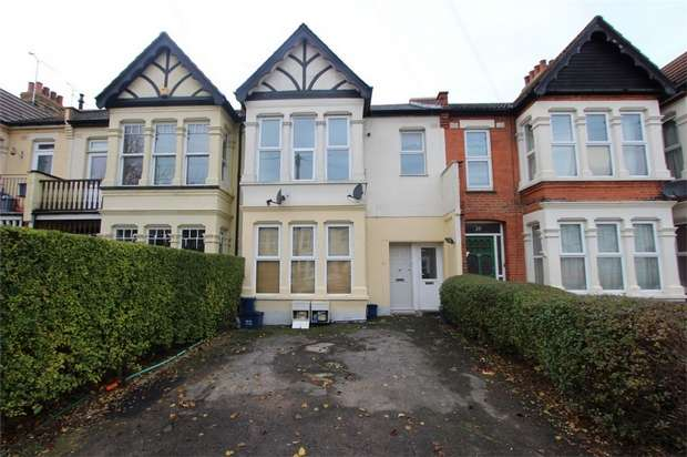 2 Bedrooms Flat for sale in Lovelace Gardens, Southend-on-Sea, Essex