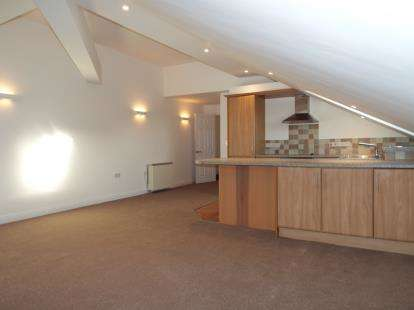 2 Bedrooms Flat for sale in Fore Street, Kingsbridge, Devon