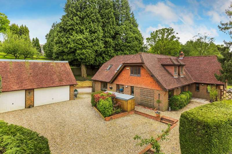 5 Bedrooms Detached House for sale in Oxted, Surrey