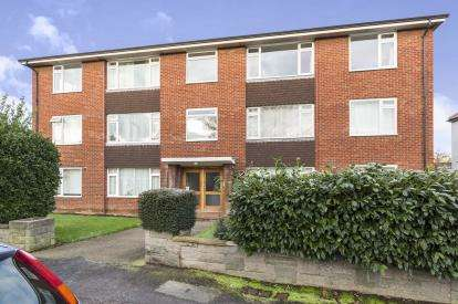 2 Bedrooms Flat for sale in Sterling Court, Cheltenham, Gloucestershire, Cheltenham