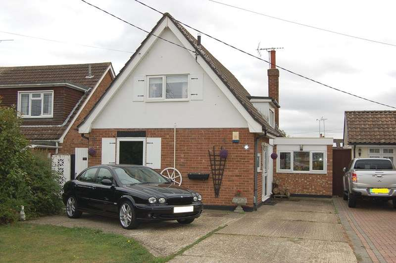 3 Bedrooms Detached House for sale in Downham Road, Wickford