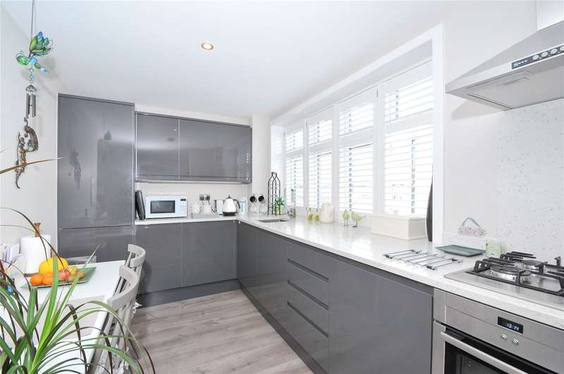 2 Bedrooms Apartment Flat for sale in Field End Road, Eastcote, Middlesex, HA4