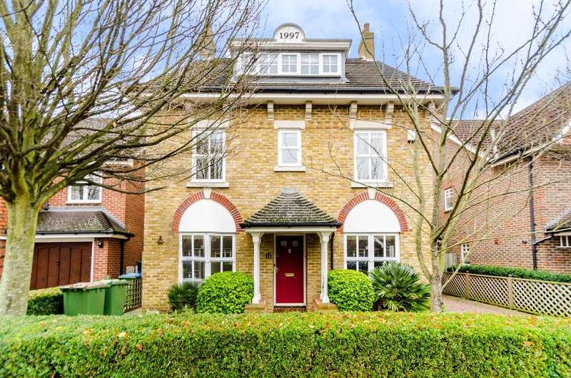 5 Bedrooms Detached House for sale in Hayward Road, Thames Ditton, KT7