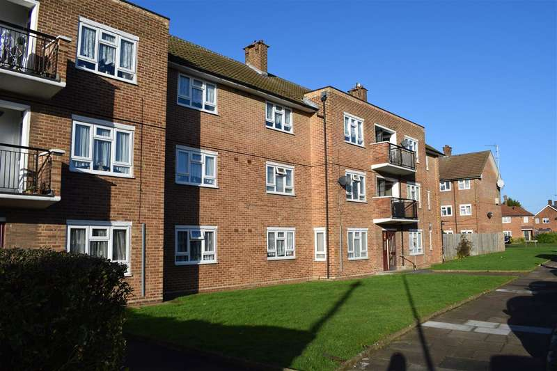 2 Bedrooms Apartment Flat for sale in Tuck Road, Essex, Rainham