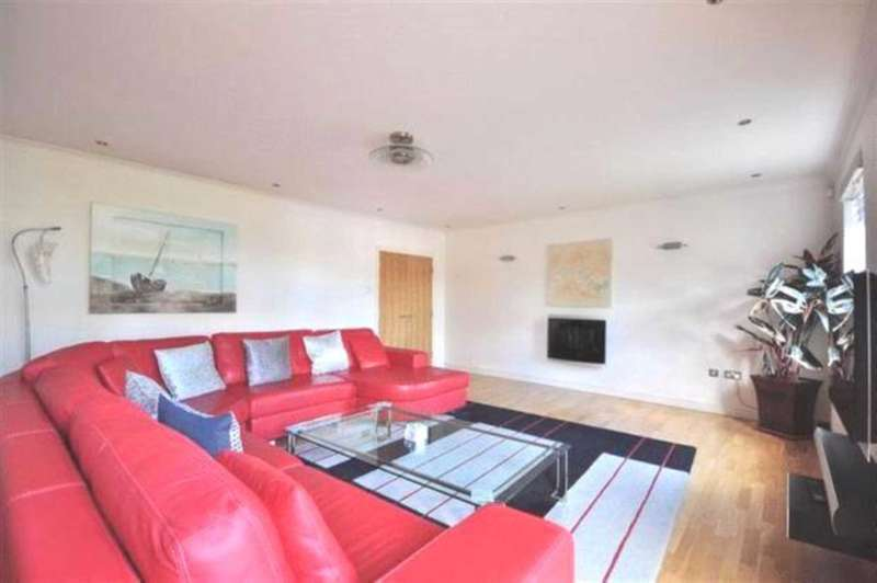 2 Bedrooms Apartment Flat for sale in Hearnshaw Street, Tower Hamlets