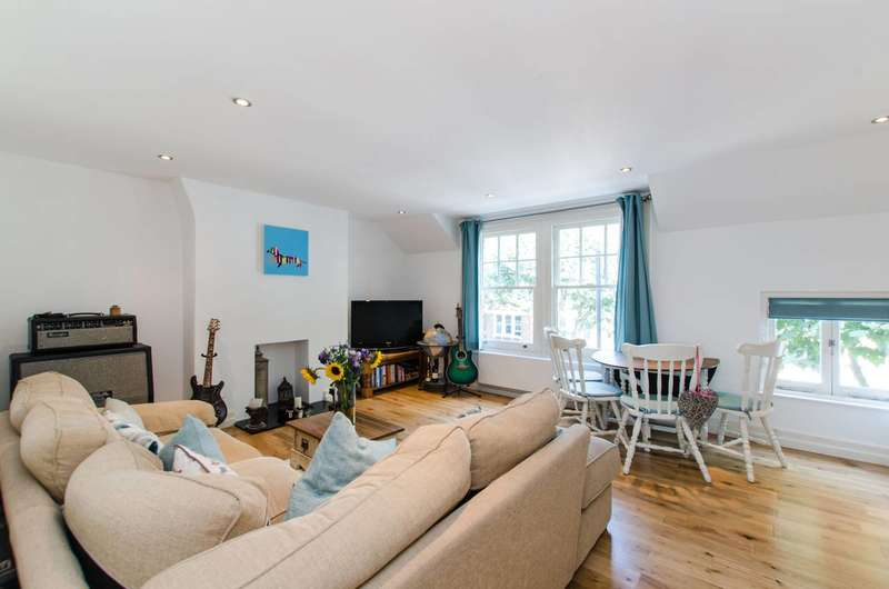2 Bedrooms Maisonette Flat for sale in Cavendish Road, Clapham South, SW12