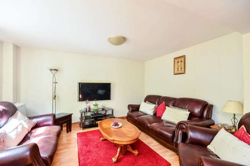2 Bedrooms Maisonette Flat for sale in Rommany Road, West Norwood, SE27