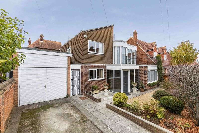 4 Bedrooms Detached House for sale in Bruce Road, Southsea