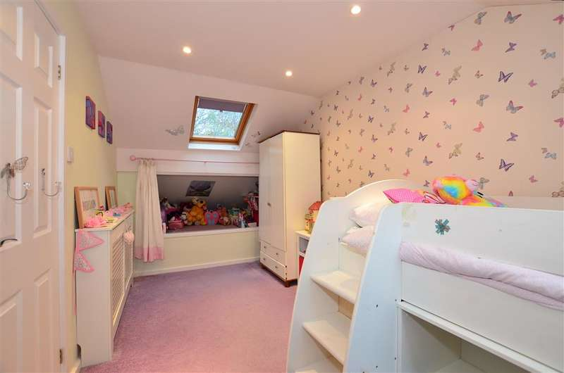 4 Bedrooms Detached House for sale in Hurst Hill, Walderslade Woods, Chatham, Kent