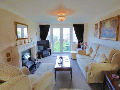 3 Bedrooms Flat for sale in Romorantin Place, Long Eaton, Nottingham