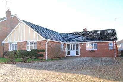 4 Bedrooms Bungalow for sale in Terrington St. Clement, King's Lynn