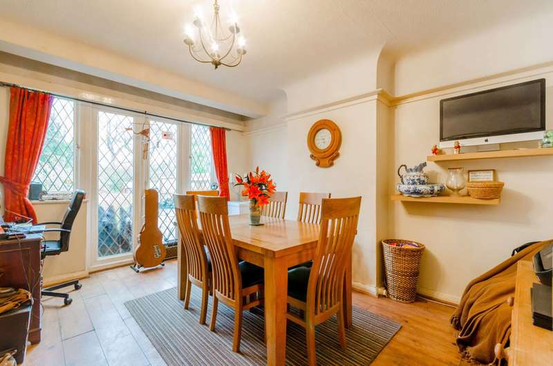 3 Bedrooms Semi Detached House for sale in Lorne Gardens, Shirley, CR0