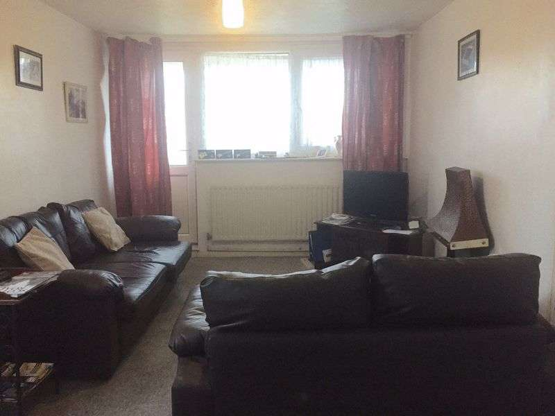 2 Bedrooms Flat for sale in Llangefni