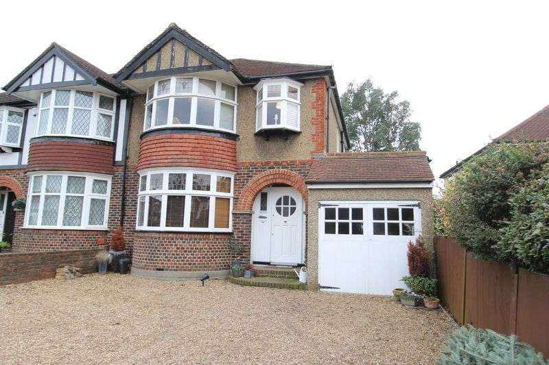 3 Bedrooms Semi Detached House for sale in Ruskin Drive, Worcester Park