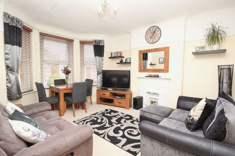 2 Bedrooms Flat for sale in Nortoft Road, Bournemouth