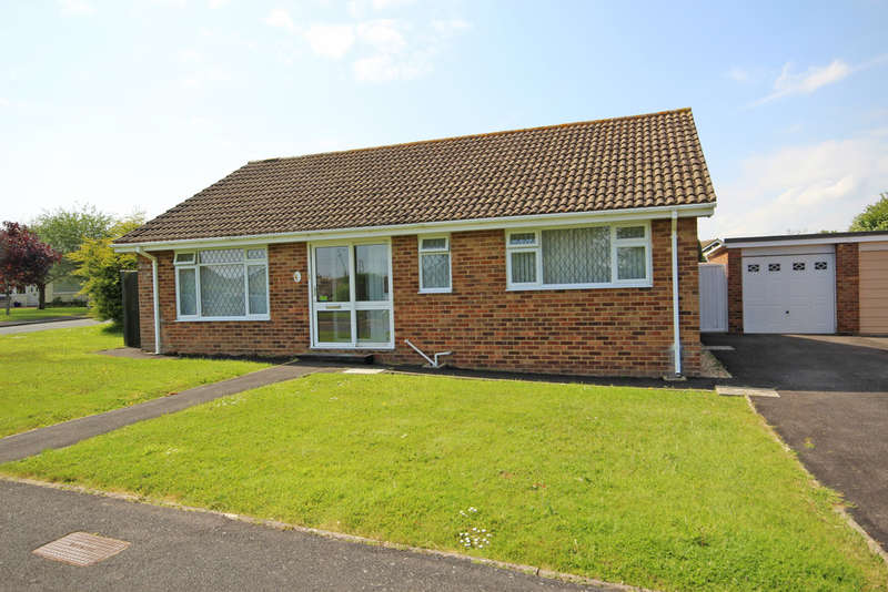 2 Bedrooms Detached House for sale in Chiltern Close, Barton on Sea