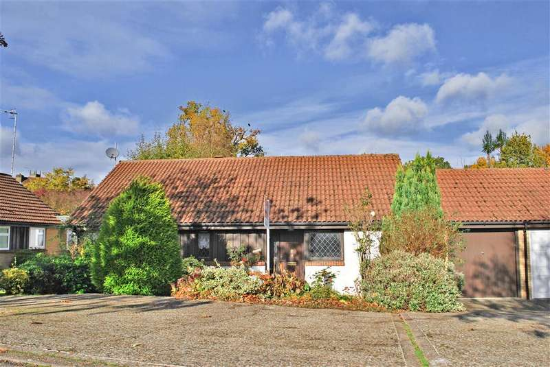 2 Bedrooms Bungalow for sale in Herontye Drive, East Grinstead, West Sussex