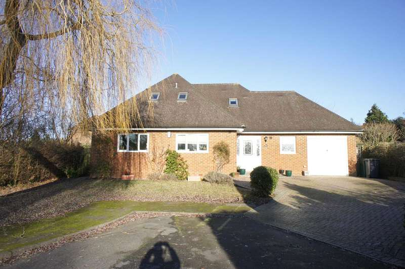 5 Bedrooms Detached House for sale in Knowle Close, Reading