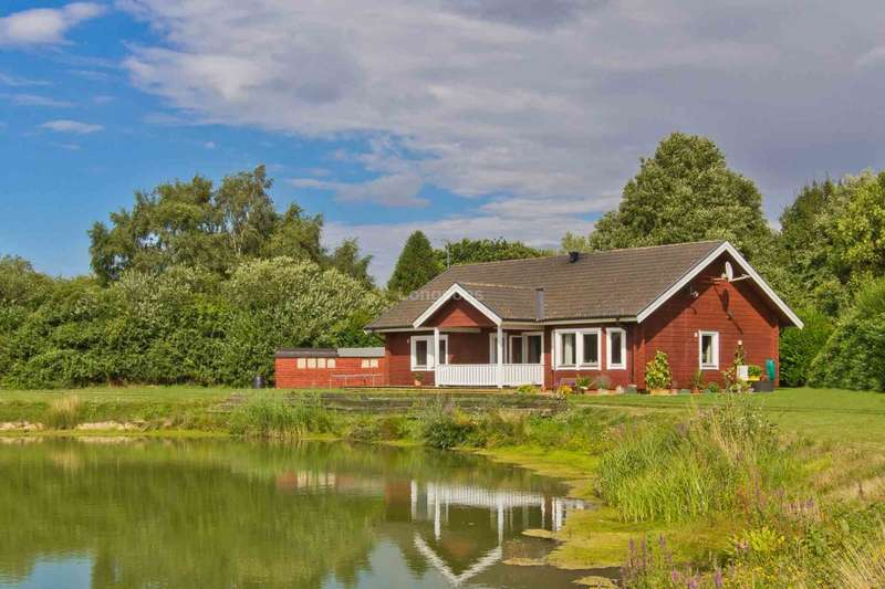 3 Bedrooms Lodge Character Property for sale in Wormegay Road, Blackborough End