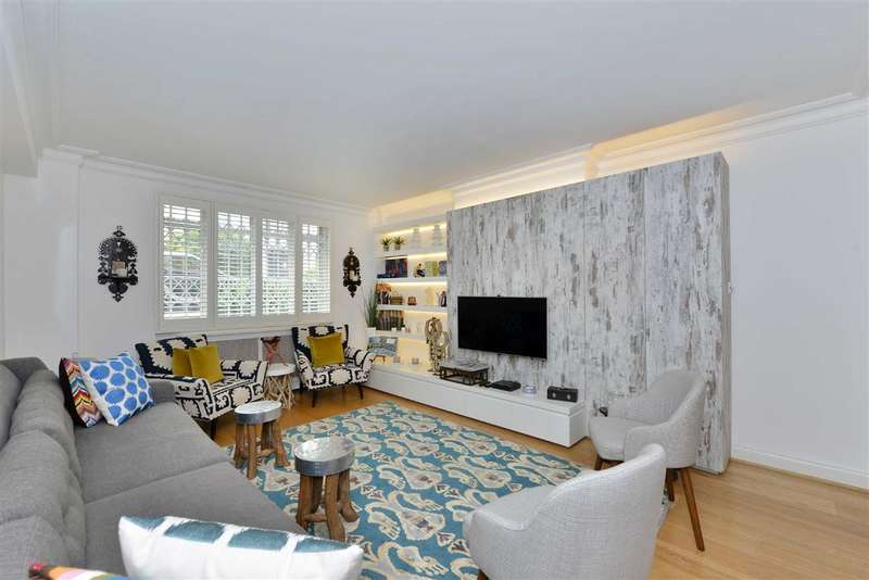 2 Bedrooms Flat for sale in St James Close, London, NW8