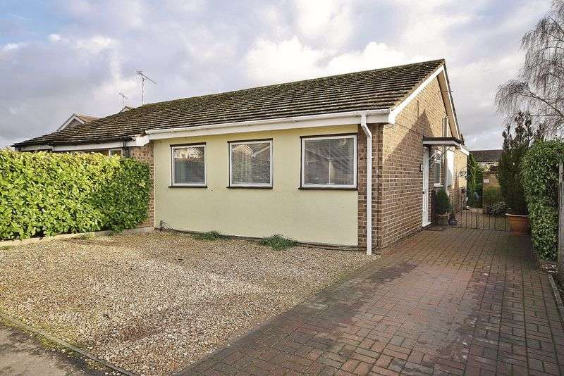 3 Bedrooms Semi Detached Bungalow for sale in QUARRY ROAD, Witney OX28 1JS
