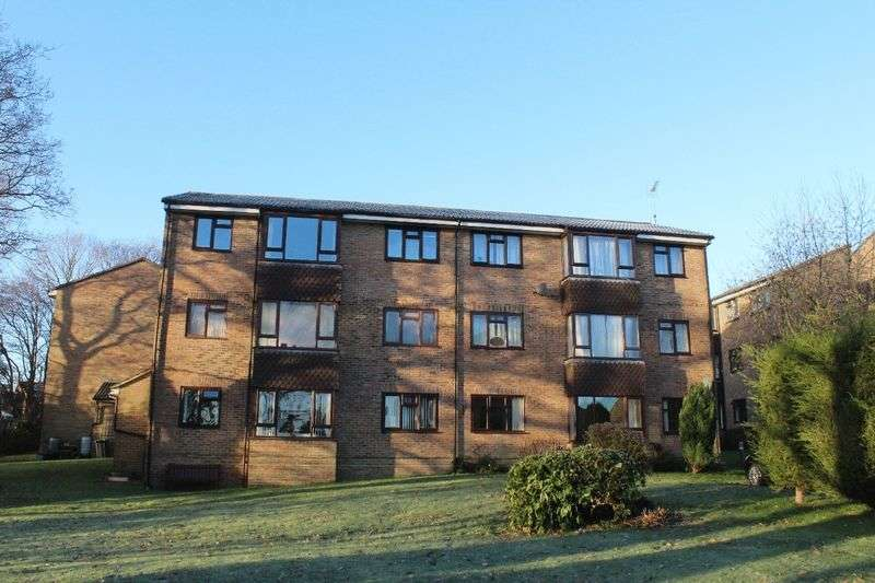 2 Bedrooms Flat for sale in Kings Way, Burgess Hill