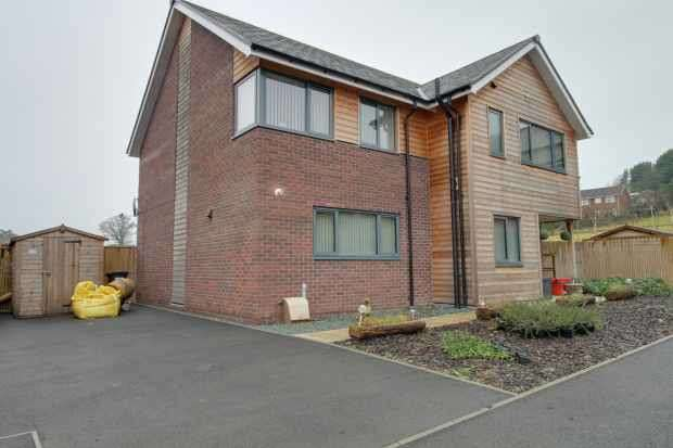 4 Bedrooms Detached House for sale in Burgess Close, Welshpool, Montgomeryshire, SY21 7GZ