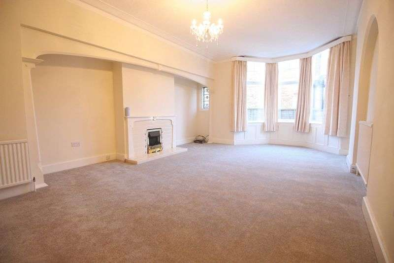 2 Bedrooms Flat for sale in Holbeck Avenue, Scarborough