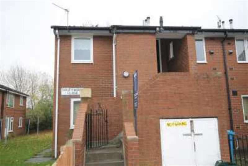 2 Bedrooms Flat for sale in Southwold Close, Manchester