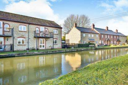 2 Bedrooms End Of Terrace House for sale in The Stocks, Cosgrove, Milton Keynes, Bucks