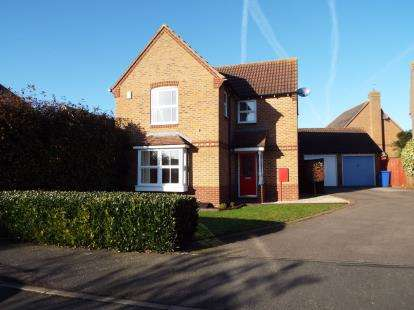 3 Bedrooms Detached House for sale in Swallow Close, Brackley, Northamptonshire