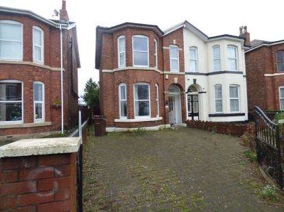 3 Bedrooms Semi Detached House for sale in Southbank Road, Southport, Merseyside, PR8