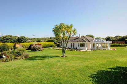 4 Bedrooms Bungalow for sale in Goldsithney, Penzance, Cornwall