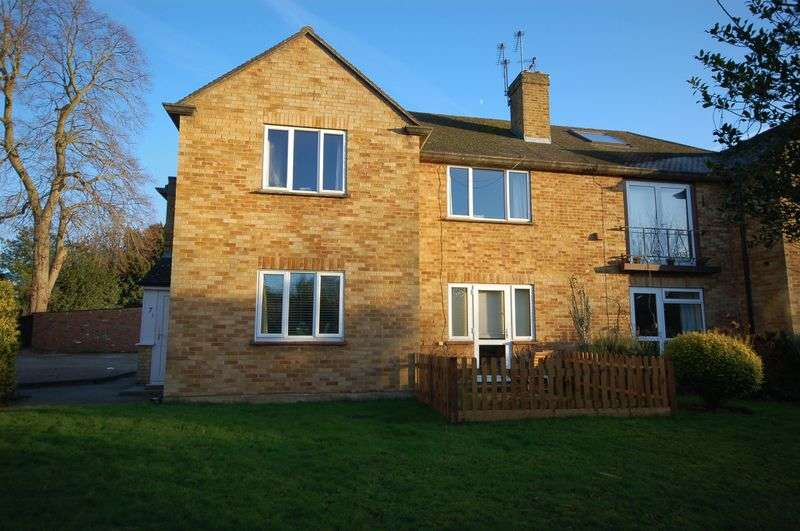 2 Bedrooms Flat for sale in Harland Court, Merle Avenue, Harefield, UB9 6DE