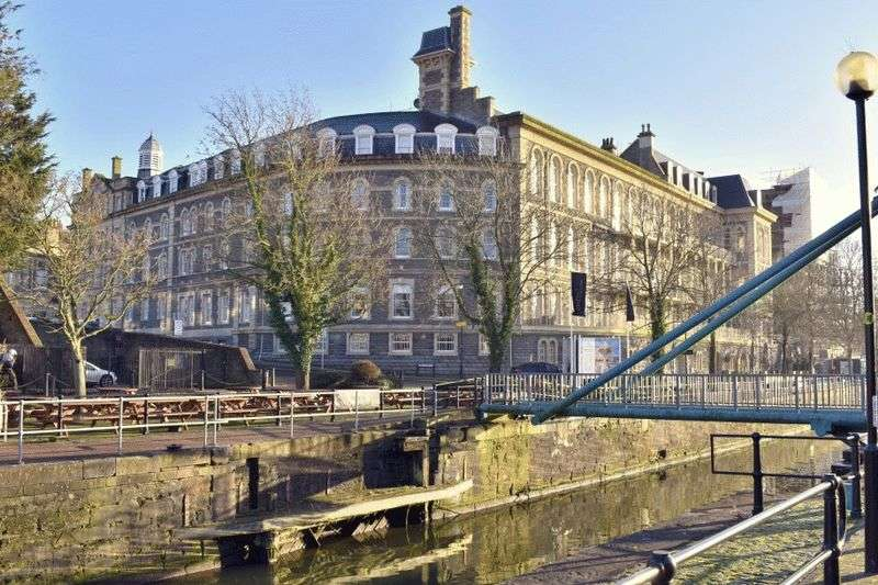 2 Bedrooms Flat for sale in Guinea Street, Bristol