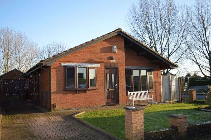 3 Bedrooms Detached Bungalow for sale in Linbeck Grove, Lowton, WA3 2TW