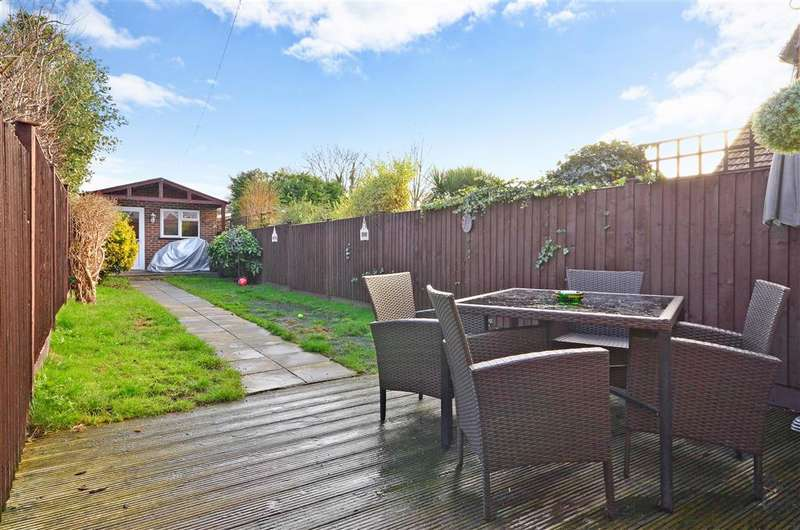 3 Bedrooms Terraced House for sale in Abbs Cross Lane, Hornchurch, Essex