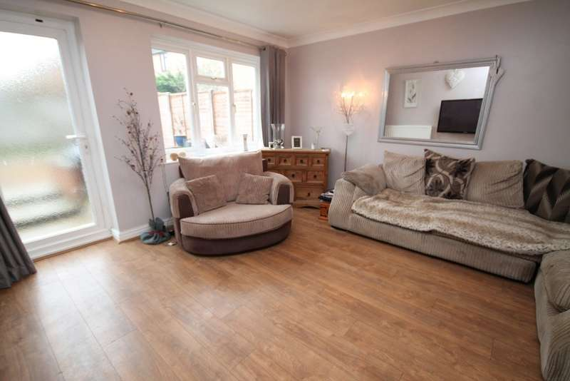2 Bedrooms Semi Detached House for sale in Tharp Way, Chippenham, CB7 5QG