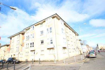 2 Bedrooms Flat for sale in Victoria Road, Glasgow