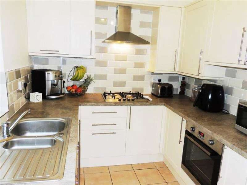 2 Bedrooms Property for sale in Bower Terrace, Droylsden, Manchester