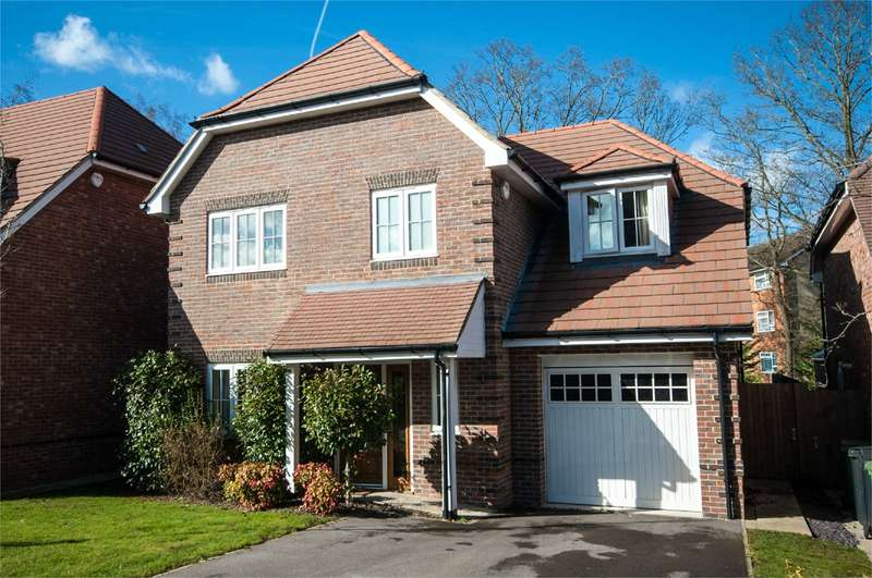 4 Bedrooms Detached House for rent in Coopers Place, Burghfield Common, Reading, RG7
