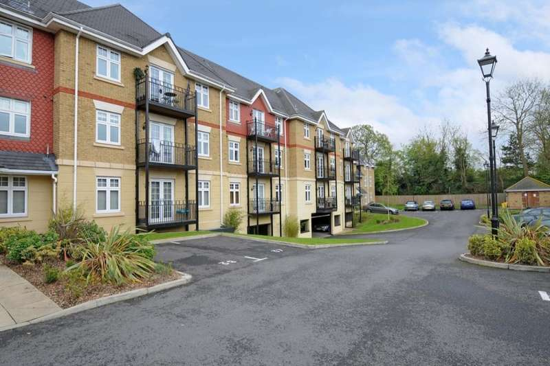 2 Bedrooms Flat for sale in Mayfield Court London Road, Bushey, WD23
