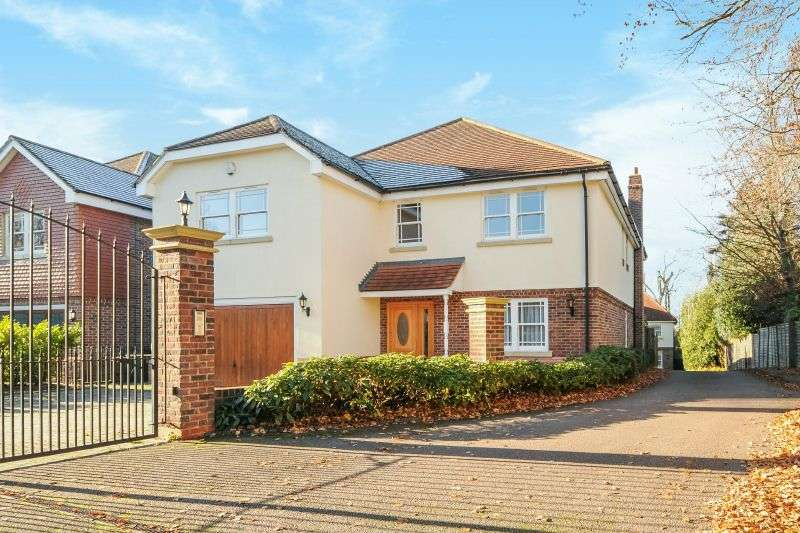 5 Bedrooms Detached House for sale in Green Lane, Watford