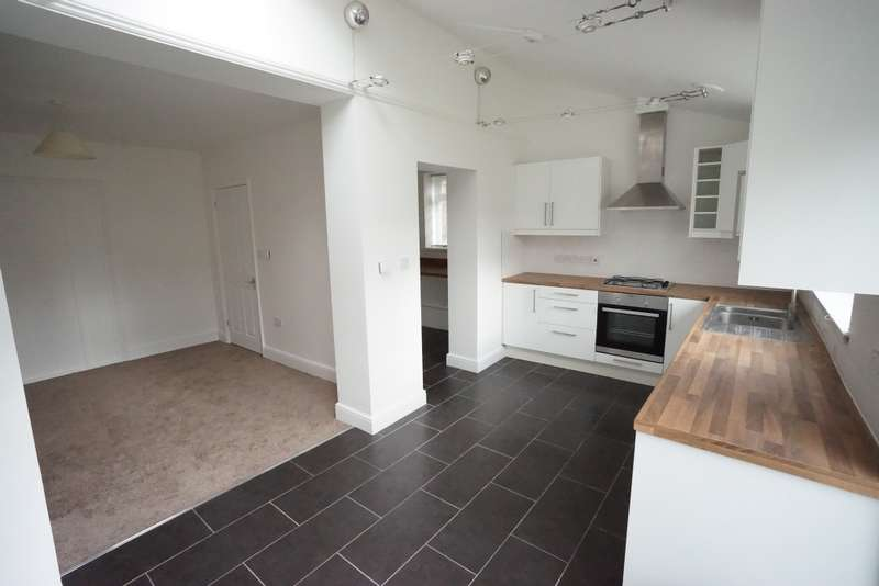 4 Bedrooms Semi Detached House for rent in Glaisdale Road, Fishponds, BS16