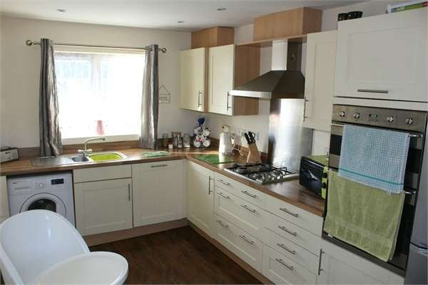 4 Bedrooms Semi Detached House for sale in Bentley Lane, Walsall, West Midlands