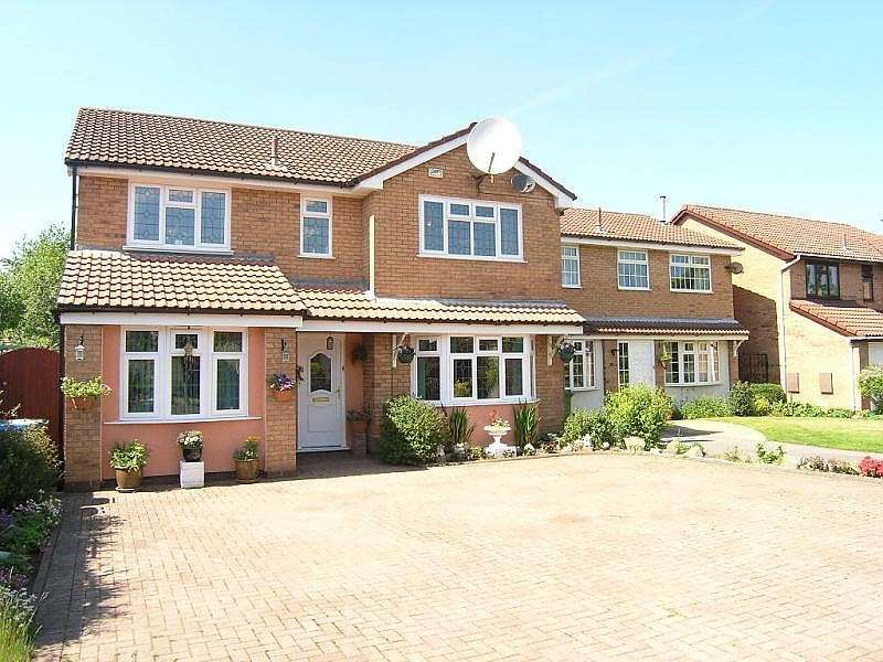 4 Bedrooms Detached House for sale in Carmarthen Close, Callands, Warrington